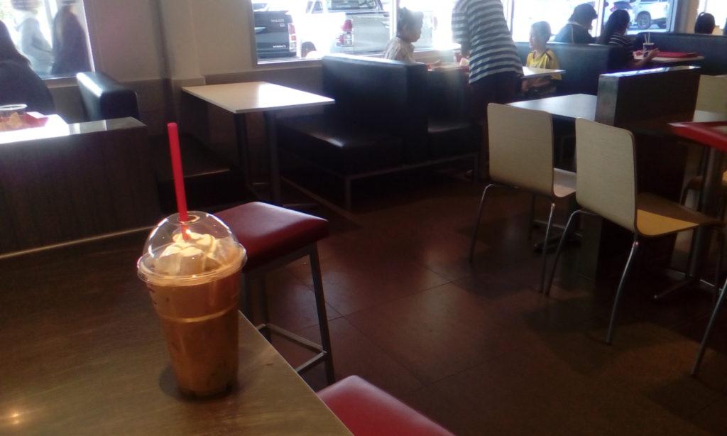 エアコンの利いた店内で飲むコーヒーフロートは、格別!