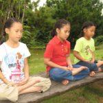 タイの学校では、瞑想も行なわれる