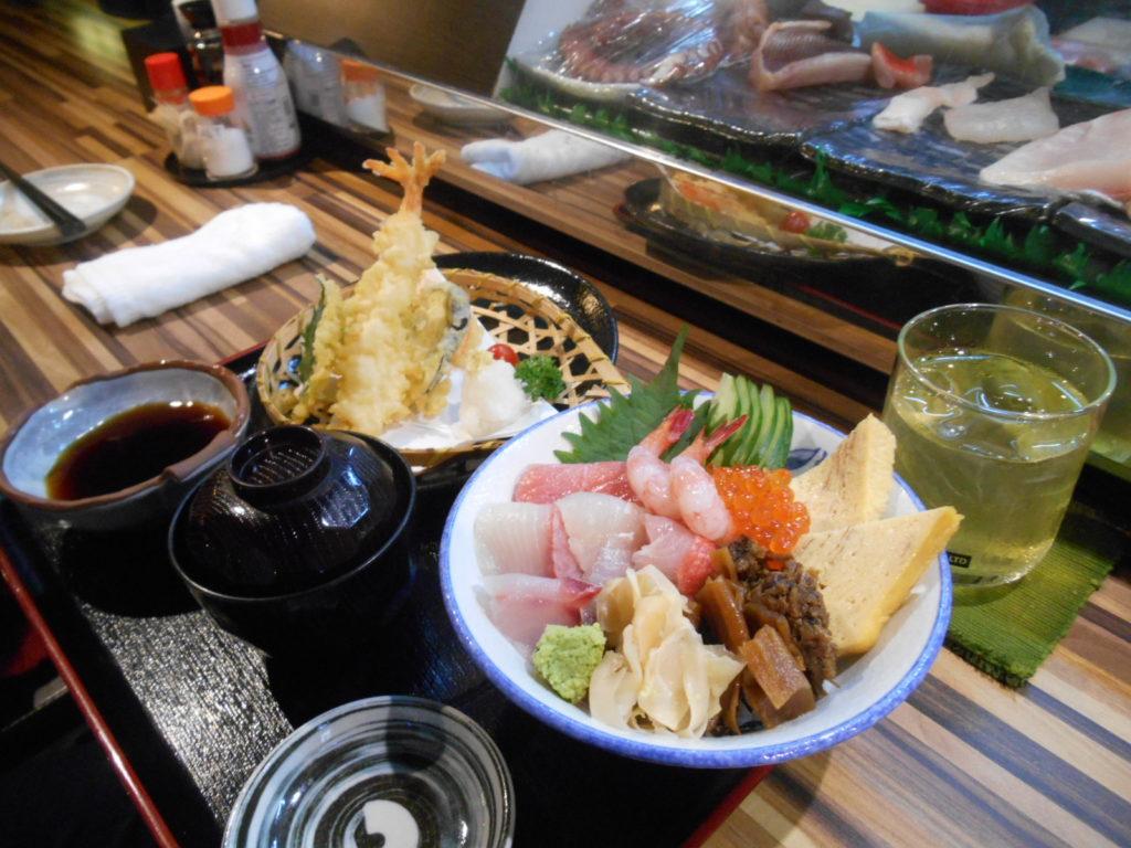 もう1つの目玉メニュー、「天ぷら&海鮮丼セット」